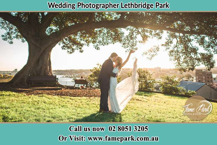 Photo of the Groom and the Bride kissing under the tree Lethbridge Park NSW 2770